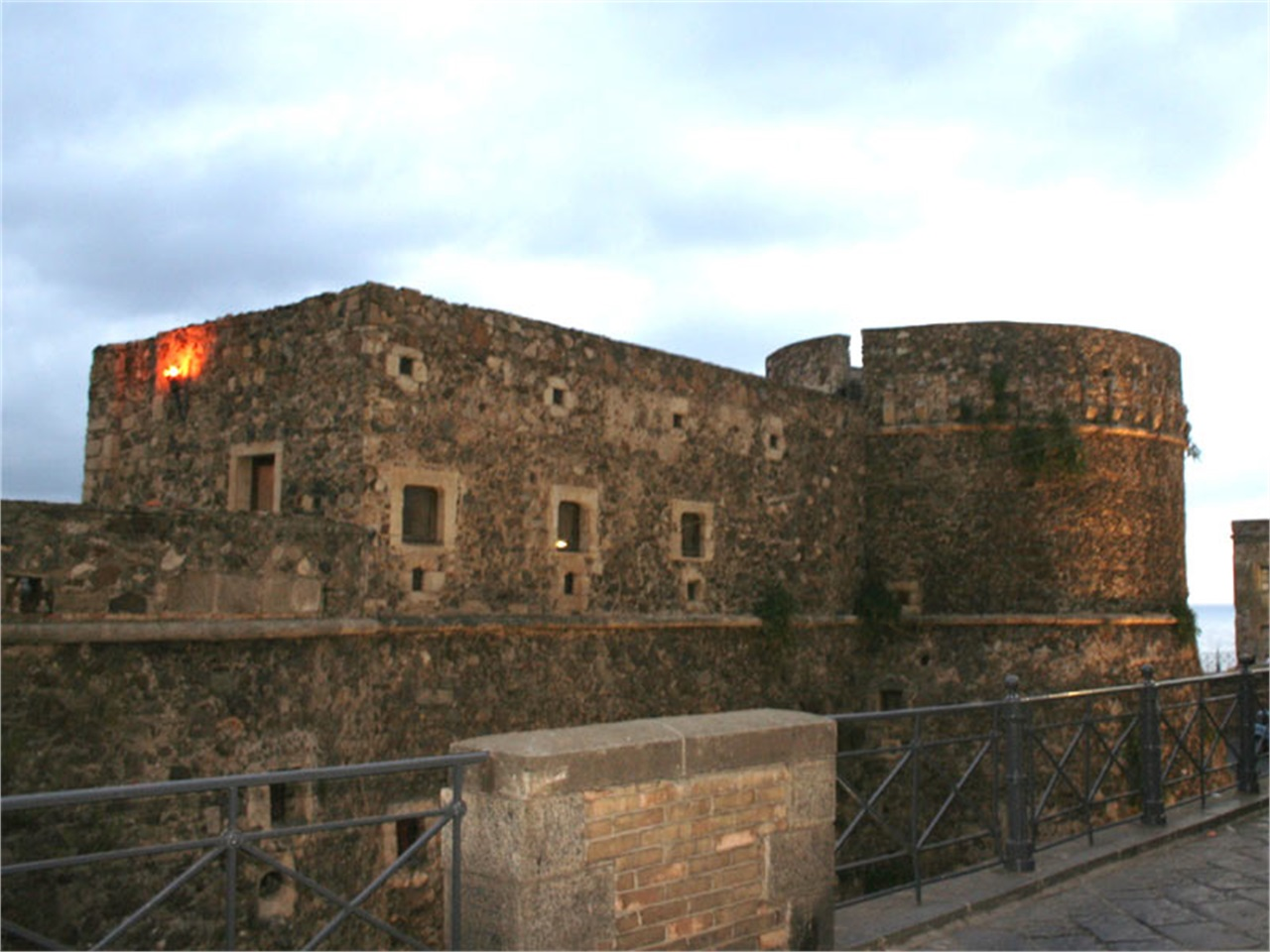 Case stregate pt 1 italia cond nast live for Case del castello francese